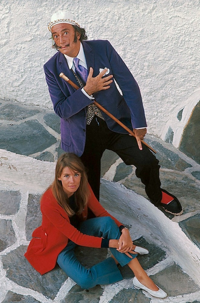 Here sporting his alpargatas with Francoise Hardy.