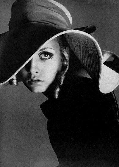 top model twiggy with big biba hat