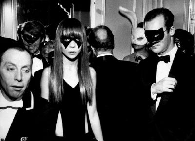 penelope tree,sixties,60's,swinging london,moda,fashion,mod,style icon,top model, truman capote,black and white ball party,new york,nueva york,vestido de noche,cocktail,mask,máscara,mascarade