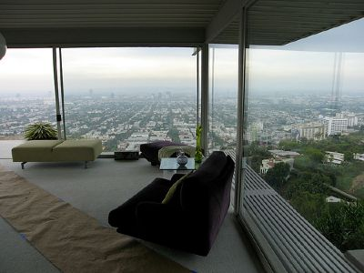pierre koenig stahl house living room overlooking los angeles