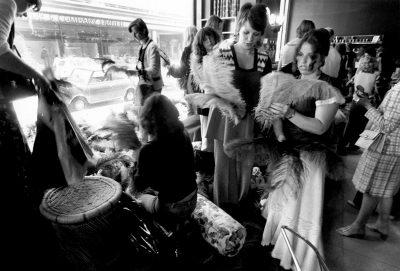 closing-down-sale-biba-fashion-boutique-on-kensington-high-street-london-4th-september-1975