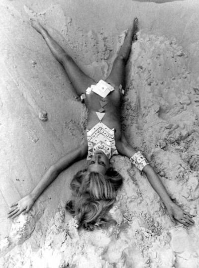 JEAN CLEMMER-paco rabanne-beach-jewells