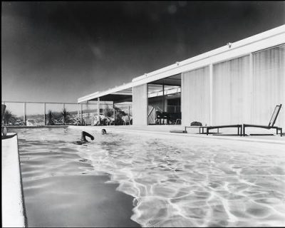 onsomething- Pierre-Koenig - Oberman House man swiming in the pool