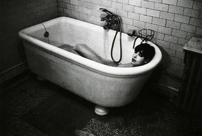 fashion model peggy-moffitt takinga bath