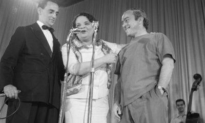 1960Vinicius-de-Moraes-EscritorVinicius-de-Moraes-com-Araci-de-Almeida-ao-centro-e-Flavio-Cavalcanti-a-esquerda.-Foto-ArquivoAgencia-O-Globo