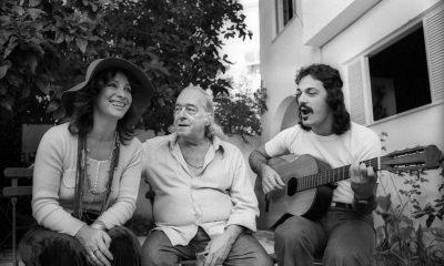 1973.-Vinicius-ensaia-em-sua-casa-com-o-parceiro-Toquinho-e-a-cantora-Clara-Nunes-para-o-Show-O-Poeta-a-Moca-e-o-Violao.-Foto-Manoel-Soares