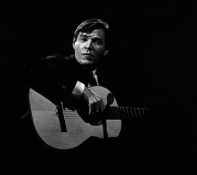 Antonio_Carlos_Jobim-Antonio_Carlos_Jobim_s_Finest_Hour-Front cover playing in concert