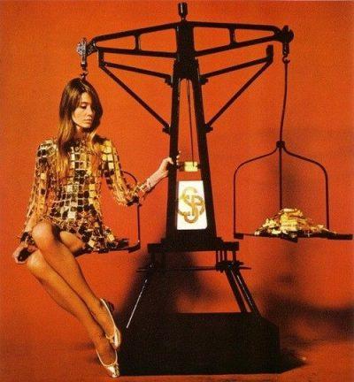 Françoise Hardy et la robe métallique de Paco rabanne