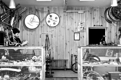man working in a bike workshop madrid