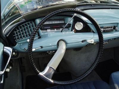 CITROËN DS stearing wheel revolutionary design volante con diseño revolucionario metalic dashboard salpicadero metálico
