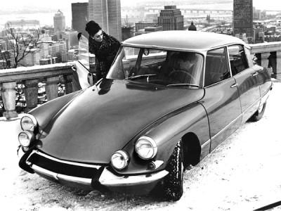 50s fashion editorial CITROËN DS on a snowed roof too tiburon azotea edificio nevada anuncio commercial