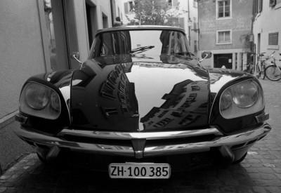 CITROËN DS frontsl view vista frontal en una calle de paris