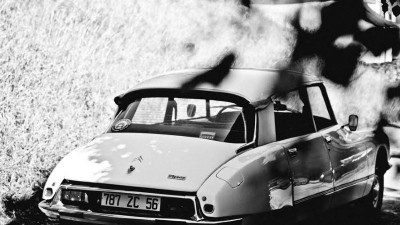 The Citroën DS was introduced at the Grand Palais exhibition centre in Paris in 1955 french provence back view vista desde atrás