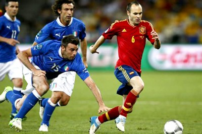 iniesta play final eurocopa game