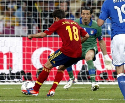 jordi alba scores for soanish national soccer team eurocup 2012 final game