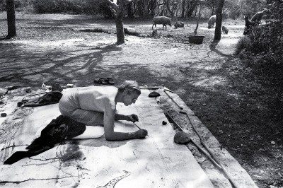 Peter Beard drawing on the floor