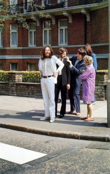 the beatles abbey road photo shooting with old lady