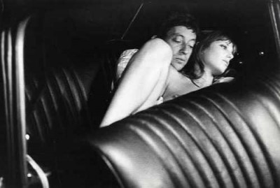 jane birkin and serge gainsbourg in the back seat of a car making out