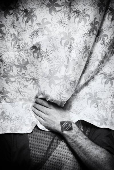 portrait of the artist okuda at work in his studio. Madrid, Spain by phographer juan barte. retrato del artista okuda en su estudio de madrid por el fotografo juan barte