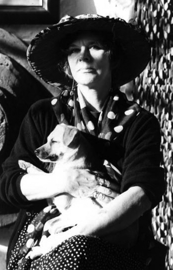 Edith Sommer portrair wearing tradictional ibicenco outfit with a puppy dog