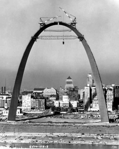 "Eero Sarinnen ""Gateway to the West,"" the Arch of St. Louis under contruction"