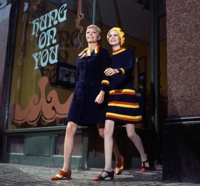twiggy stteping out of biba boutique in londodn