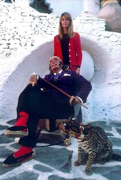 francoise_hardy con salvador dali y su mascota ocelote en cadaques