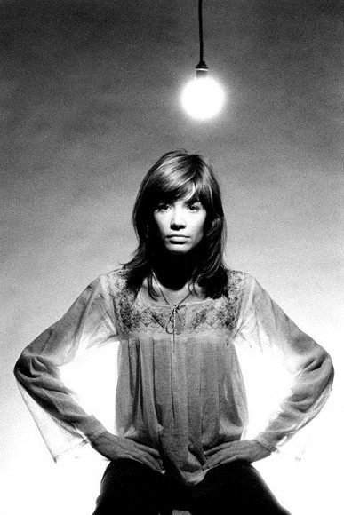 024_francoise_hardy_under a bright lightbulb