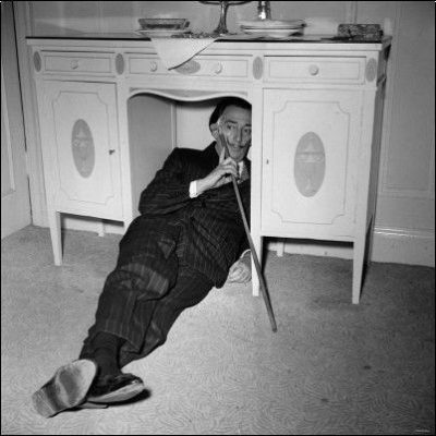 _Dali_30_formidablemag_salvador-dali-in-london-1959