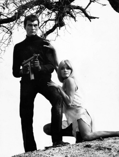 danger_diabolik_aiming with a machine gun