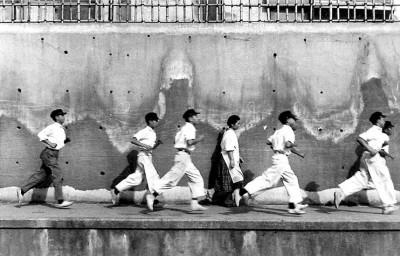 21+bouvier-nicolas+formidablemag men running in a harbour dock