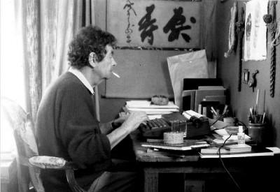 nicolas bouvier writing o his desk smoking a cigarrette paris