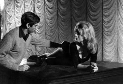 les +liaison dangereuses 1960-woman on piano