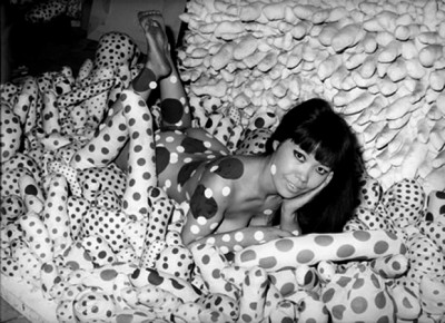 yayoi kusama,japan,new york,60s,sixties,art,avantgarde,happening,performance,pop,art,fashion,mod,nudity,alice,wonderland,dots,pennis,abstract,expresionism,formidablemad, Yaoyi, Kusama, Japan, New York, 60er Jahre, 60er Jahre Kunst, Avantgarde, geschieht, Leistung, Pop, Kunst, Fashion, mod, Nacktheit, Alice Wunderland, Pennis, abstrakt, Expresionism
