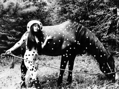 1967 happening Horse Play-yayoi-kusama-japanese-artist