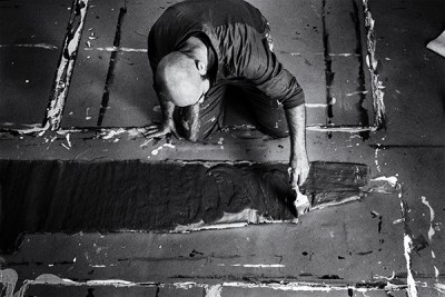 portrait of the artist guillermo mora at work in his studio. Madrid, Spain by phographer juan barte
