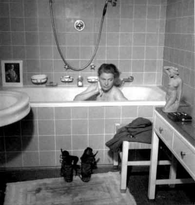 lee+miller bathing in hitler's bathtub