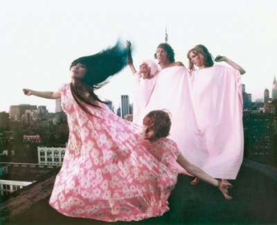 yayoi-kusama-modelling-her-kusama-fashions-in-new-york-rooftop fashion shooting