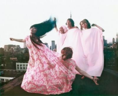yayoi-kusama-modelling-her-kusama-fashions-in-new-york-rooftop fashion shooting