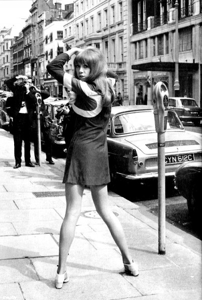 1966-ossie-clark-dress-modelled-by-pattie-boyd-brook-street-mayfair-london