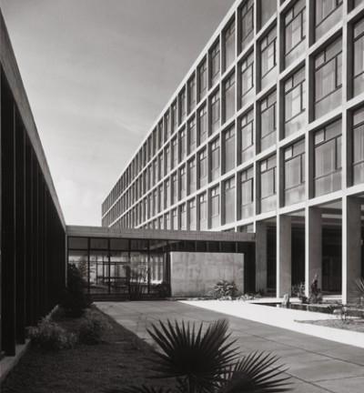 Escuela_de_Altos_Estudios_Mercantiles,_Barcelona,_1956-1961