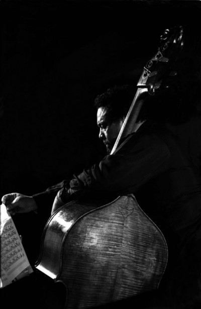 CHARLES_MINGUS performing live readinga music partiture