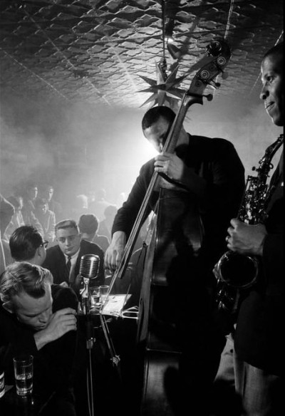charles mingus palying live at a jazz club