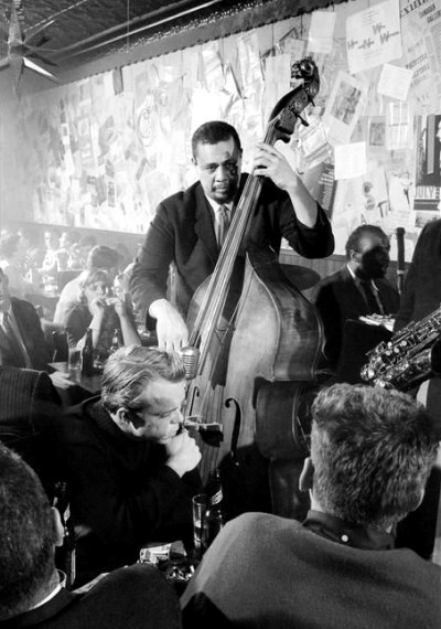 charles mingus playing live at jazz club 50s