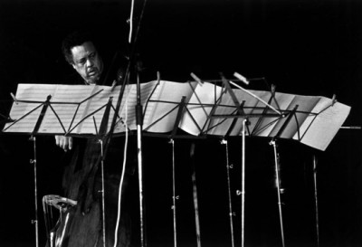 charles mingus reading a music partiture