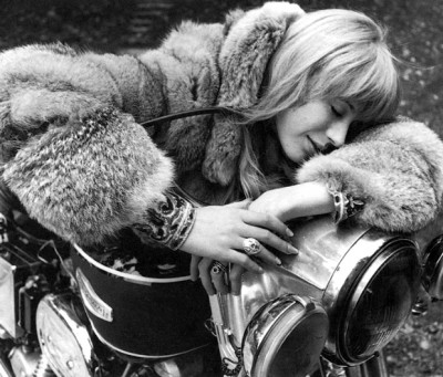 marianne-faithful-girl-on-a-motorcycle,60s style icon, rock,formidable magazine ,actress,pop music,musique, chica yeye