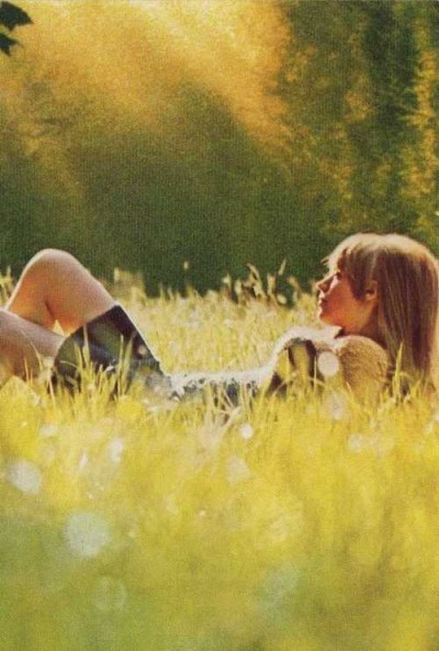 marianne faithful,60s style icon, rock,formidable magazine ,actress,pop music,musique, chica yeye, on the country side, sun set,soft focus