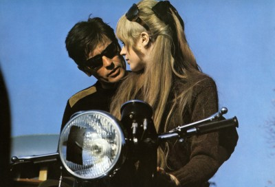 "On the Set of ""Girl on a Motorcycle"" alain delon, marianne faithful,60s style icon, rock,formidable magazine ,actress,pop music,musique, chica yeye"
