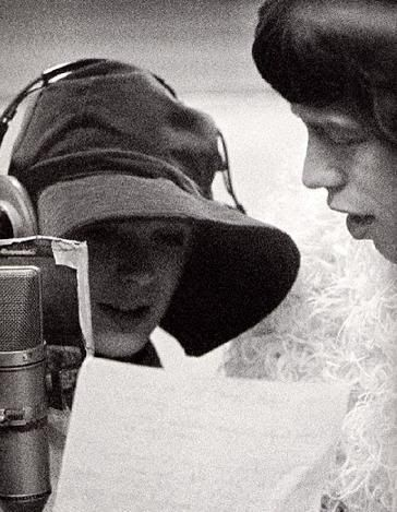 035Marianne-Faithfull-1968-recording-with-Mick-Jagger