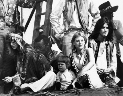 Marianne Faithfull and Anita Pallenberg Attend Rolling Stones Concert, hippie,hippy,boho style,60s style icon, rock,formidable magazine ,actress,pop music,musique, chica yeye
